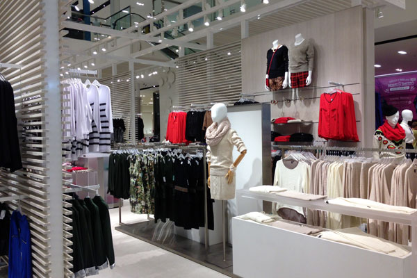 Simons ouvre le plus grand magasin de v tements montr al for Entrepot de meuble a montreal
