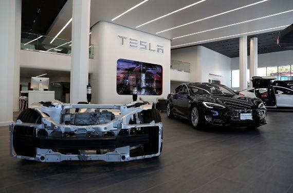 Tesla rappelle 53 000 voitures pour un défaut de freins