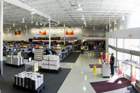 Future shop lance un premier centre de liquidation au for Centre liquidation meuble montreal