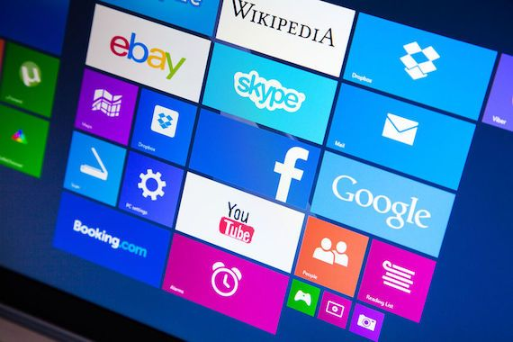 Les applications de Google, Facebook et YouTube sur une tablette Microsoft.