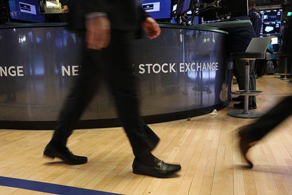 Wall Street termine une dure journée en ordre dispersé — Bourse