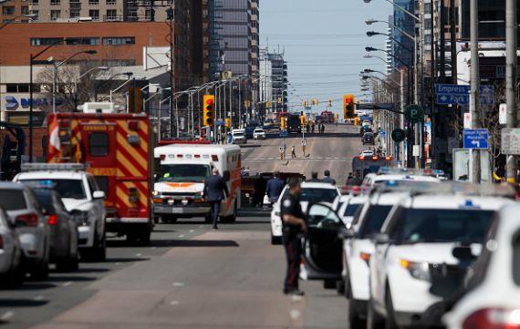Une camionnette renverse une dizaine de piétons à Toronto — Canada