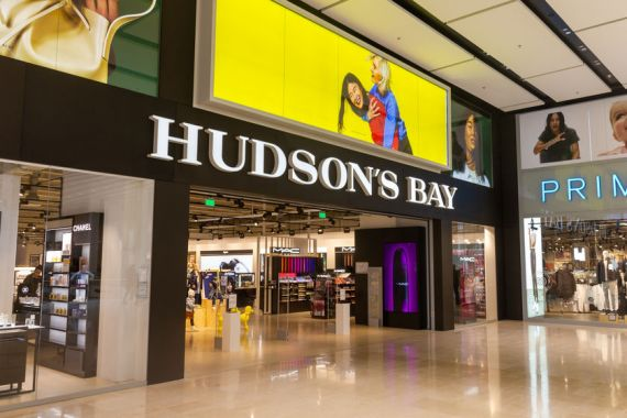 Un magasin Hudson Bay dans un centre commercial
