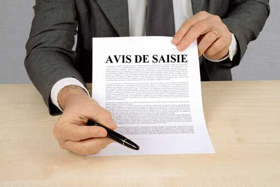 Un document de mandat de saisie.