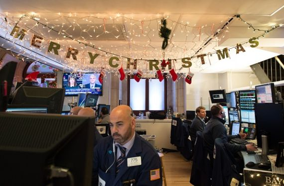 Wall Street termine en hausse, les volumes d'échanges au plancher