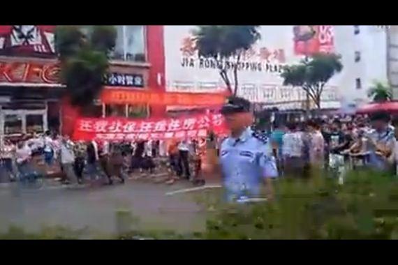 mode designer 724ef b5475 Chine: 30000 salariés d'une usine de Nike et Adidas en grève ...