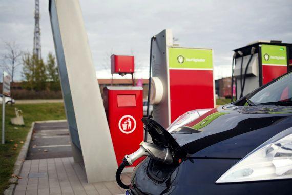 Voitures électriques: Couche-Tard s'allie aux constructeurs européens