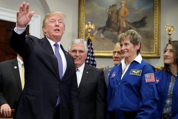 Donald Trump veut une base lunaire pour viser Mars