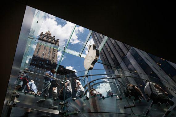 Nouveau sommet à Wall Street, aidé par le billet vert américain