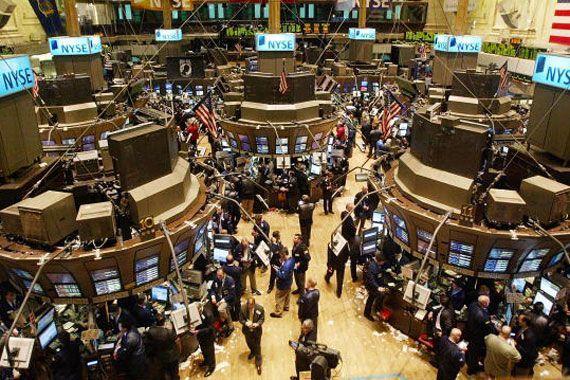 Les Bourses mondiales dégringolent, Trump accuse la Fed